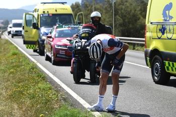El italiano Ciccone abandona La Vuelta 2021 por una caída