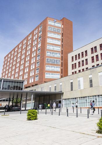143 casos más obligan a planificar más camas en planta y UCI
