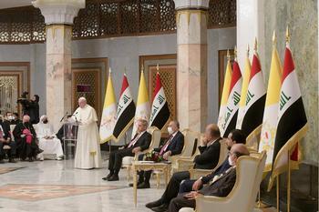 El Papa pide perdón en Irak por las guerras y el terror