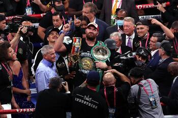 Fury retiene el título del peso pesado tras noquear a Wilder