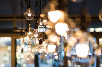 La luz pulveriza todos los récords al superar los 216 euros