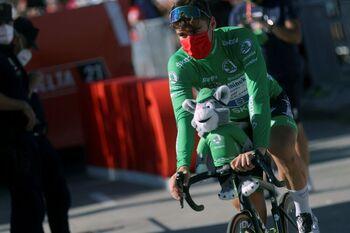 'Hulk' Jakobsen se regala un triplete en La Vuelta