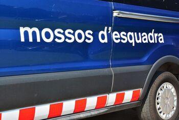 Detenidos cuatro mossos por cohecho y robo con fuerza