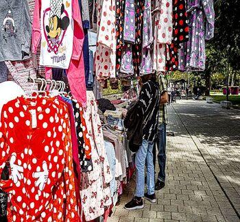 Los vendedores cuestionan el futuro  en Las Moreras