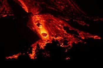 La lava discurre por La Palma con picos de gran velocidad