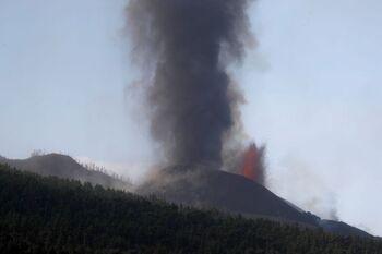 El cono principal del volcán se rompe parcialmente