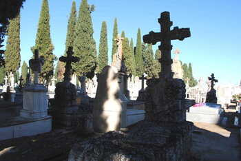 Rutas turísticas para acercar la historia del cementerio