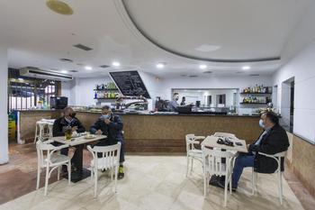El interior de los bares podrá abrir en nivel 3