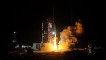 Los restos del cohete chino caen en el Océano Índico