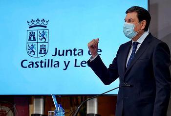 El consejero de Economía y Hacienda, Carlos Fernández Carriedo, durante la rueda de prensa.