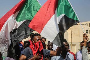 El Consejo sudanés disuelve el Gobierno