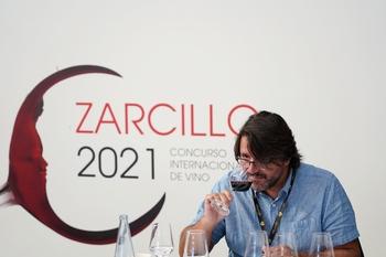 El jurado de los Zarcillo evalúa de 400 a 450 vinos al día