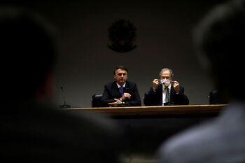 Bolsonaro vincula la vacuna del COVID-19 con el sida
