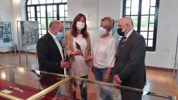 Blanca Fernández garantiza el apoyo al sector cuchillero