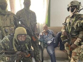 Militares golpistas detienen al presidente de Guinea
