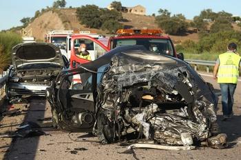 Fallece atropellado por un camión tras sufrir un pinchazo