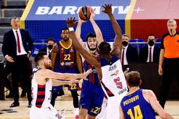 El Barça somete a un Baskonia en problemas