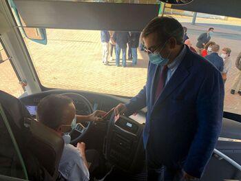 En marcha el bono de transporte gratuito en la zona de Nava