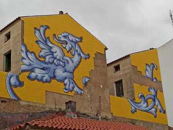 El mural de San Miguel ha perdido numerosos azulejos