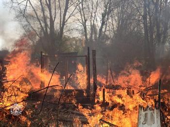 Las llamas devoran una caseta en La Ventilla