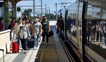 El Avant recupera ritmo con un 70% más de viajeros en verano