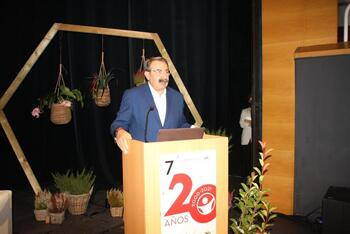 Fernández alaba el papel de los administrativos sanitarios