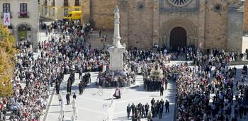 Ávila se vuelca con La Santa en su regreso a las calles