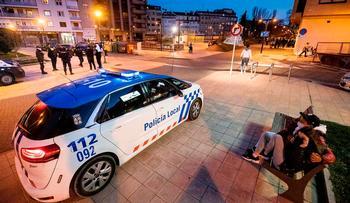 La Policía anula el botellón y aglomeraciones en Venerables