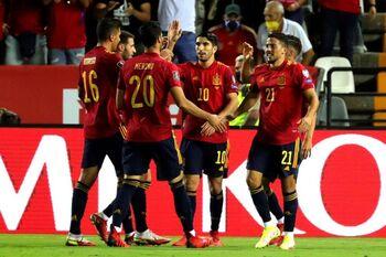 España encuentra la contundencia con un póker de goles