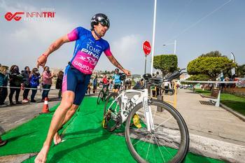 Triunfo de Pedro Tomé en el Infinitri Half Triathlon