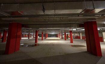 El hospital reduce el aparcamiento para personal sanitario