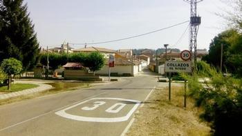 Imagen de archivo de la entrada a la localidad de Collazos de Boedo.