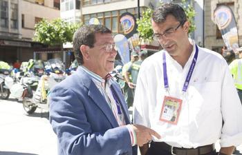 César Rico junto a Javier Guillén, director general de la Vuelta a España.