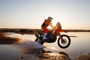 Kevin Benavides gana el Dakar en la categoría de motos
