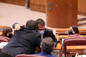 El PSOE suma a la 'tránsfuga' para doblegar a la Junta