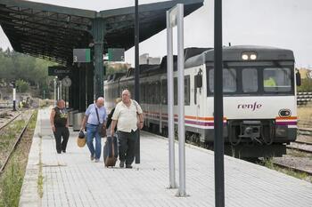 Las plataformas en defensa del tren piden unidad