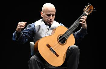 Diapasión rinde hoy homenaje a Piazzola, Fortea y Aznavour