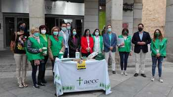 Cuestación en la AECC para seguir ayudando