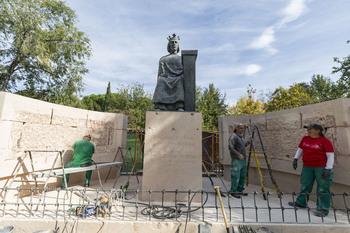Arranca la restauración de la estatua de Alfonso X El Sabio
