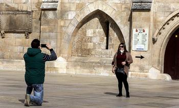 Los guías turísticos no prevén luz en el sector hasta otoño