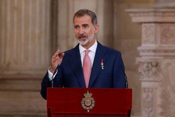 El rey Felipe pronuncia un discurso durante el acto de imposición de condecoraciones de la Orden del Mérito Civil.