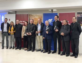 Lorenzo Trujillo recibe el premio Alter Christus