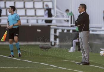 El Huesca cesa a Nacho Ambriz tras la derrota en El Plantío