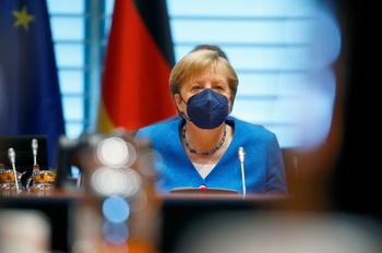 Merkel lamenta la falta de criterios uniformes en la UE
