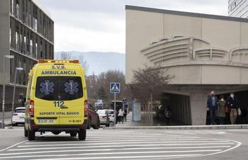 Una ambulancia se aproxima al hospital San Pedro.