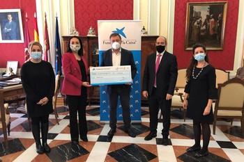 La Fundación 'la Caixa' dona 5.000 euros al Ayuntamiento