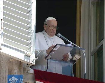 El Papa vuelve a rezar el Ángelus en la Plaza de San Pedro