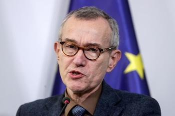 Bruselas pide a los 27 más trabas a los viajes