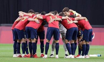 España saca billete a cuartos con demasiada emoción