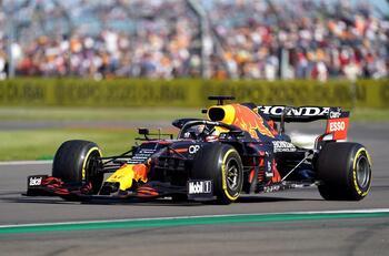 Verstappen sufre un duro accidente en la primera vuelta
